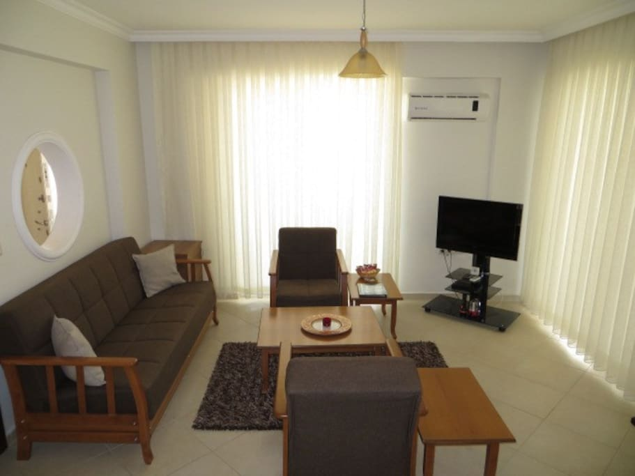 Lounge with all mod cons, a plasma TV & international satellite channels.