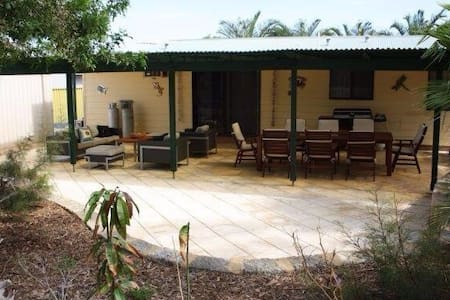 Blue Holes Holiday House - Kalbarri