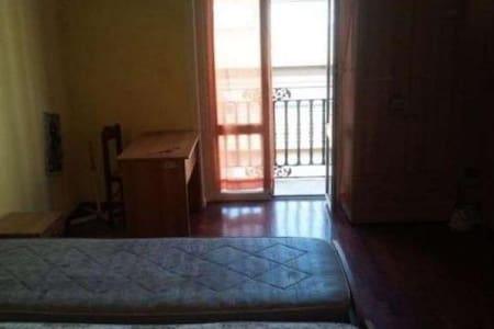 Cosy room in Giugliano - Giugliano in Campania - House