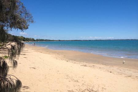 Ocean Waves - stroll to beach, pool included, airy - Fraser Coast Regional - Byhus