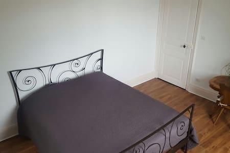 Chambre dans.maison de maitre - Apartment