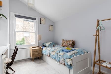 Clean, single bedroom with en-suite shower + WI FI - House