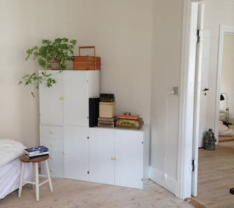 ROOM WITH BALCONY CLOSE TO STATION - Appartement