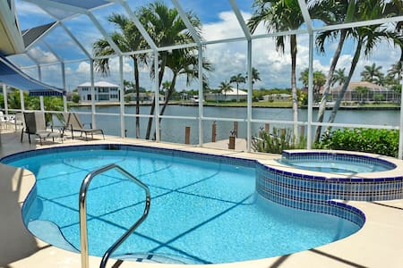 Beautiful home with Wide Water view - Marco Island - Rumah