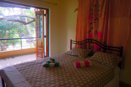 Nice 1 bedroom with kitchen. Shanti villa - House