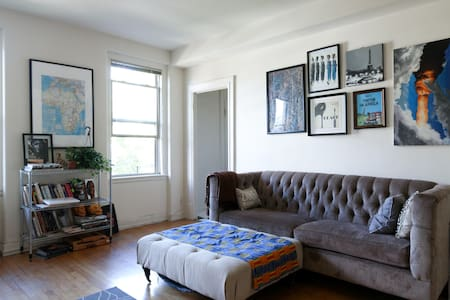 Sunny 1Br in Woodley Park!
