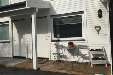 Small, nice apartment near Kirkenes - Huoneisto