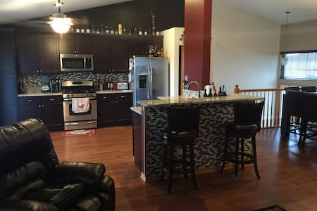 Newly Renovated Tinley Park Townhome! - Tinley Park - Townhouse