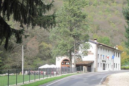 LOCANDA AL CONFIN-OSTERIA LE PIERE - Verona - Bed & Breakfast