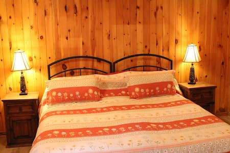 Le Chalet Buckhouse - Gladys - Cantley - Bed & Breakfast