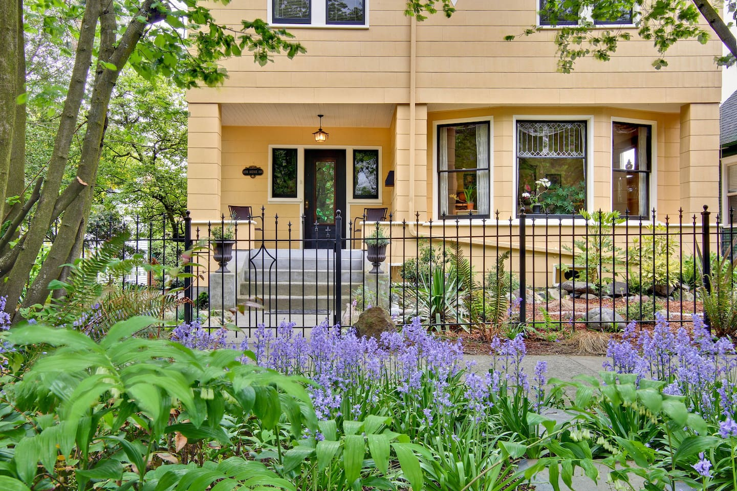 11th Avenue Inn Bed and Breakfast : On Capitol Hill Near Downtown Seattle