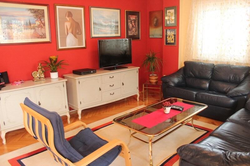 Купить четырехкомнатную квартиру в Котор