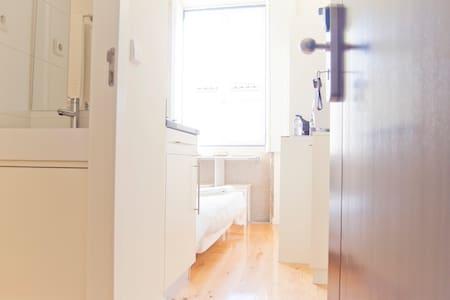 CLÉRIGOS PURPLE (Double small studio) - Porto - Apartment