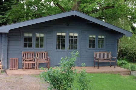 Cosy Cabin in rural setting. - Partridge Green - Zomerhuis/Cottage