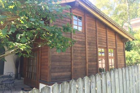 charmante & zentrale Atelierwohnung mit Garten - Selveierleilighet