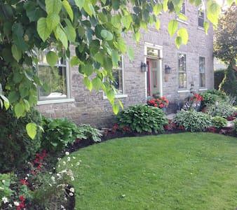 The New Victoria Inn - Spencerville - Bed & Breakfast