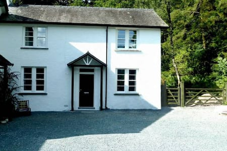 CALGARTH COTTAGE, Troutbeck Bridge, Near Windermere - Ambleside Road, Troutbeck Bridge,