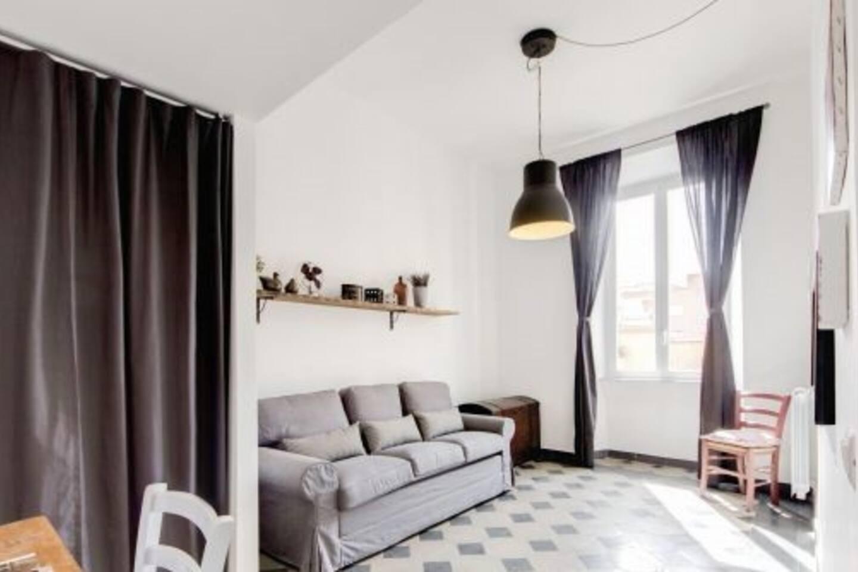 Salone con divano letto per due