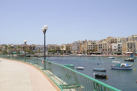 Bright and airy maisonette very close to seafront - Marsaskala
