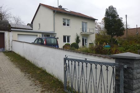 Kleines Apartment im Dachgeschoss - Weichs - Casa