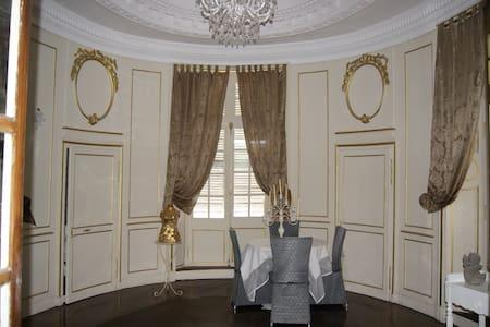 Chambre d'hôte, maison de caractère (Royale) - Huis
