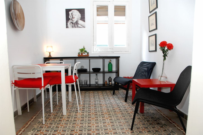 Living room/Dinning room.