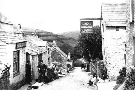 Originally the Boscastle Inn now cottage to let - Boscastle - Casa