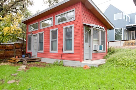 Private and Sunny Zilker Cottage - Austin - Apartment