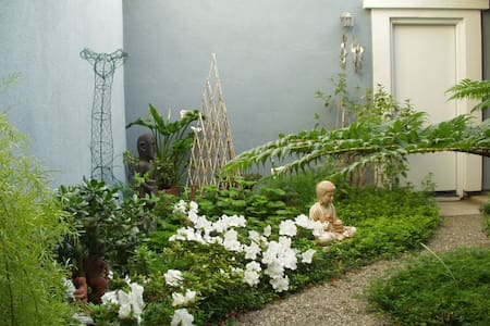 Reiki Garden Home in a small town  - Hus