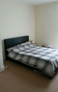 Cosy Large room close to tube station & Airport - Apartamento