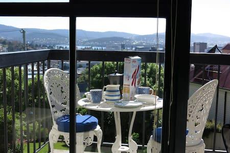 Sunny flat in Hobart