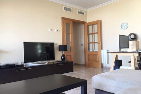 Acogedora habitación en Atico con encanto - Casa