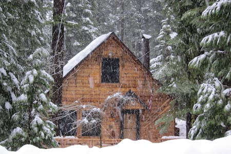 Quaint West Shore Tahoe Cabin  - Blockhütte