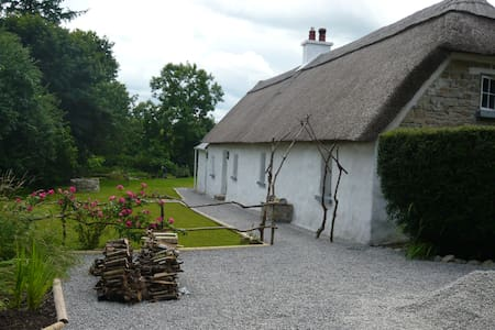 Hawthorn Cottage - Thatched Cottage - House