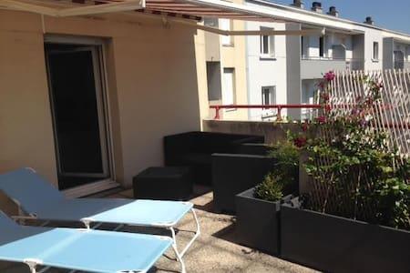 Bel appartement de 68 m2 avec terrasse à Lyon 7 - Apartament