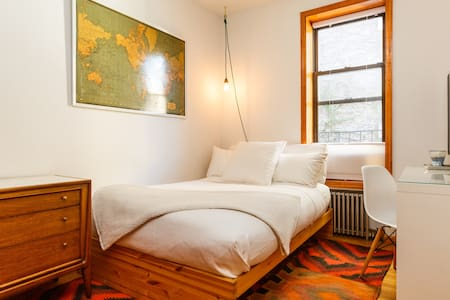 Greenpoint Private Bright Bedroom