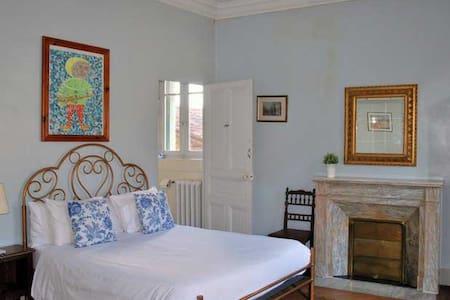 La Grande Maison - La Chambre Bleu - Bed & Breakfast