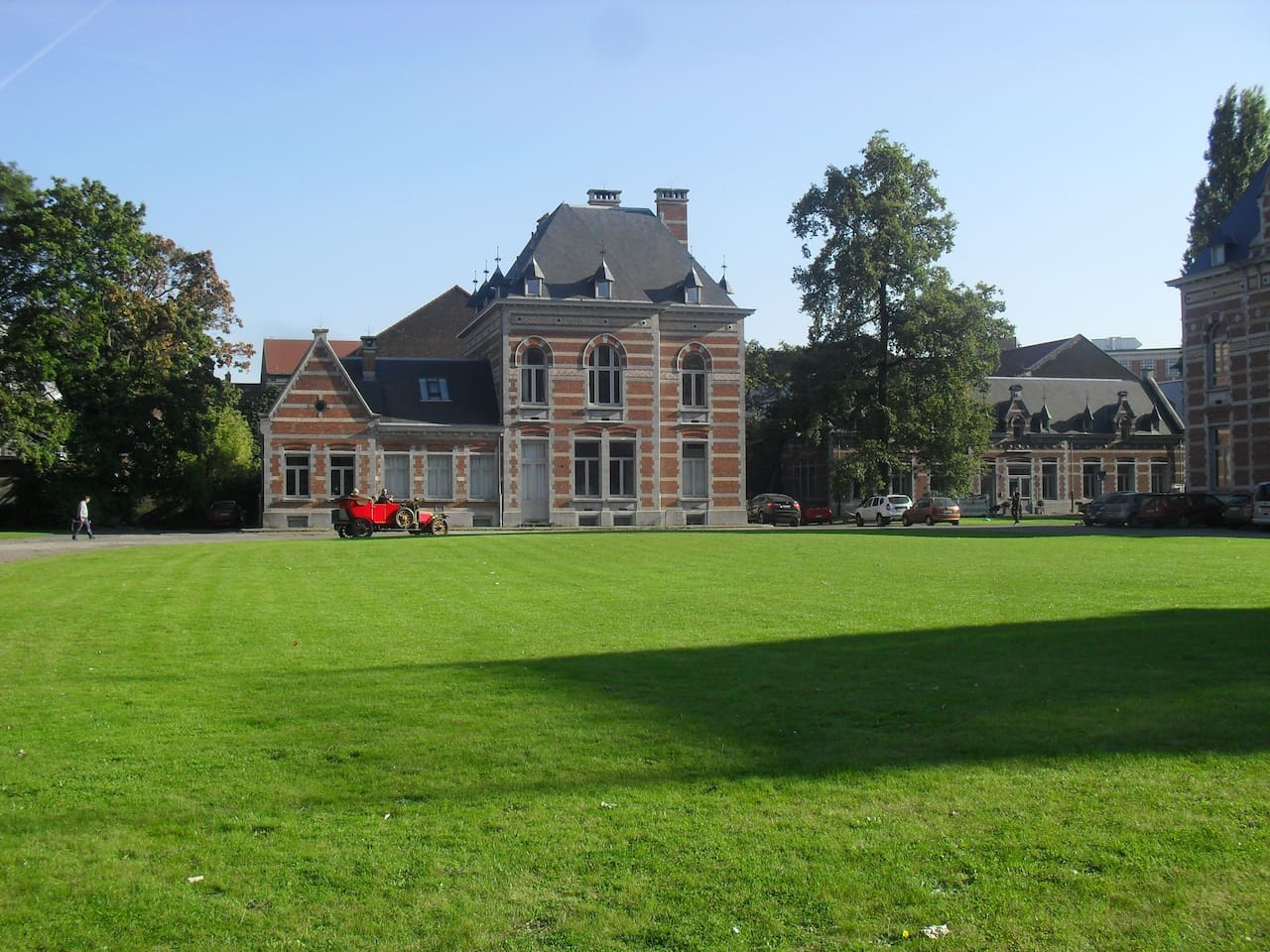 Green heritage site within a park at 7 minutes walk from Brussels South Station