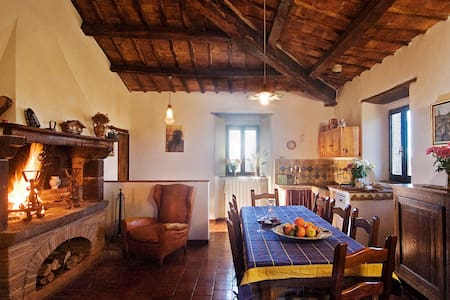 Charming Countryhouse on a hill - Torre Alfina