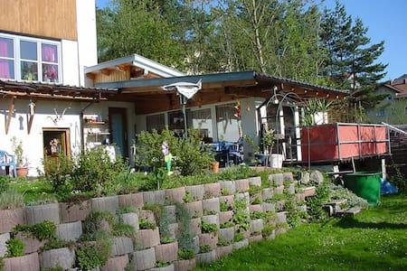Gartenhäuschen mit seperater Dusche/WC u. kl.Küche - Outros