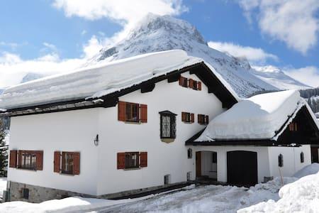 Privates komfortables Ferienhaus mit Stil in Lech - Ház