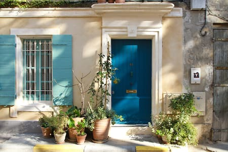 Arles Typical townhouse in historic - Casa