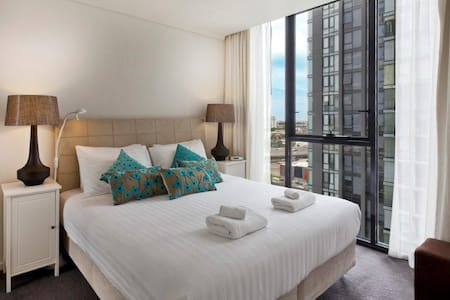 StayCentral Bayviews king bed pool