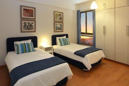 Makenzie Seafront Suite, WiFi - Larnaca - Apartment