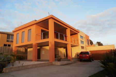 4 HIGHLAND COURT ,  LAKES  ENTRANCE - Apartment