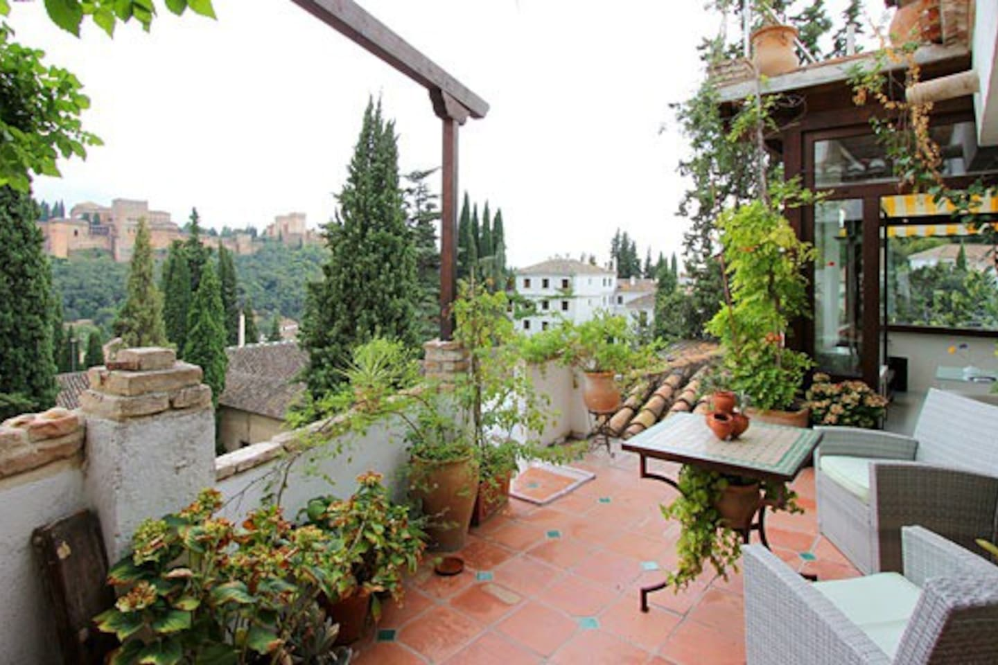Suite alhambra with terrace views in granada for Terrace garden plants