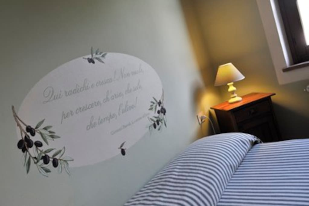 Il particolare della testata del letto, una poesia di Pascoli / Details, poem of Giovanni Pascoli
