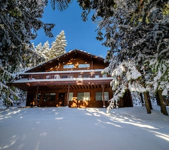 King Bedroom: Ski Condo with Hot Tub/Pool/Sauna - Whitefish