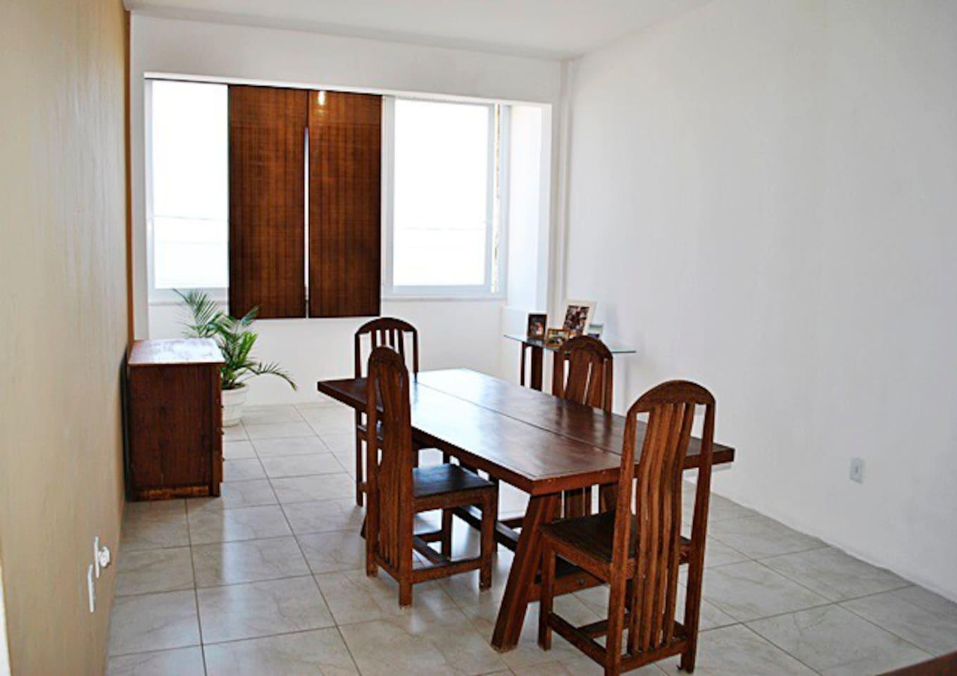 SALA ENTRADA ,MUITO AMPLA