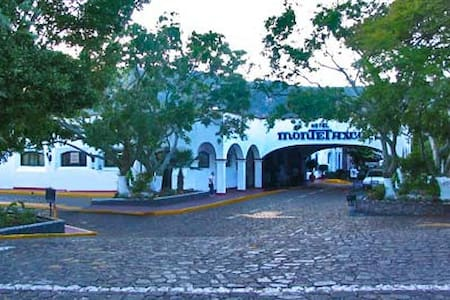HOTEL MONTE TAXCO  NEW YEARS 2014